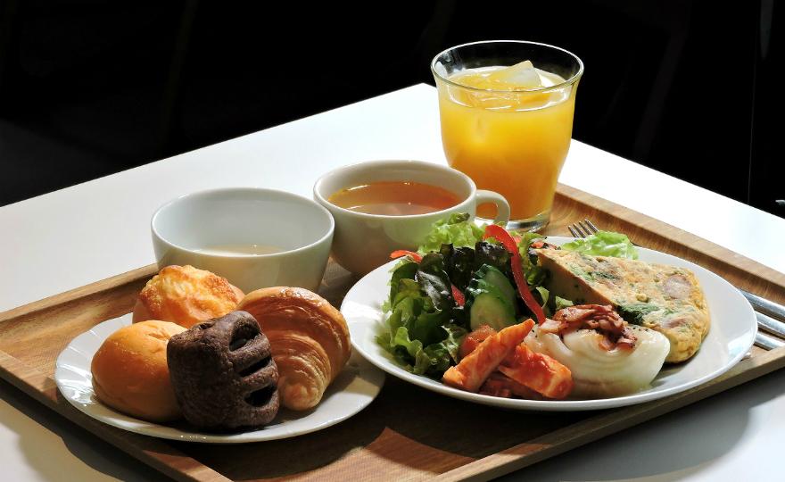 旬の野菜を使用したプレートとスープ・デザート付き。